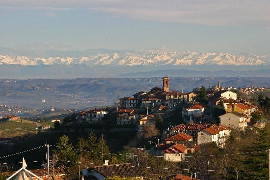 Bancarelle nel Borgo Antico a Montelupo Albese 2018