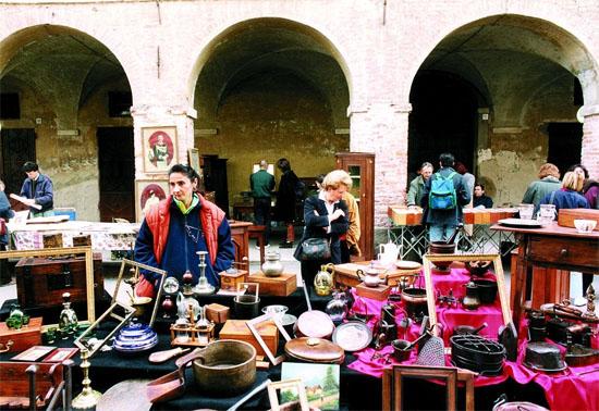 Mercato del Mobile Antico 2019 a Cherasco