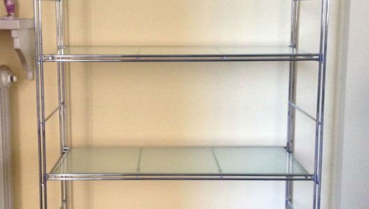 Scaffale in acciaio cromato e vetro - Casa in acciaio e vetro ...