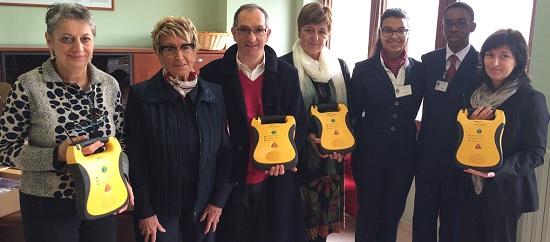 Croce-Rossa-Mondovi_consegna-defibrillatori-scuole_dicembre-2014