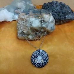 Stupenda collana a doppio filo dipinta a mano raffigurante l'albero...