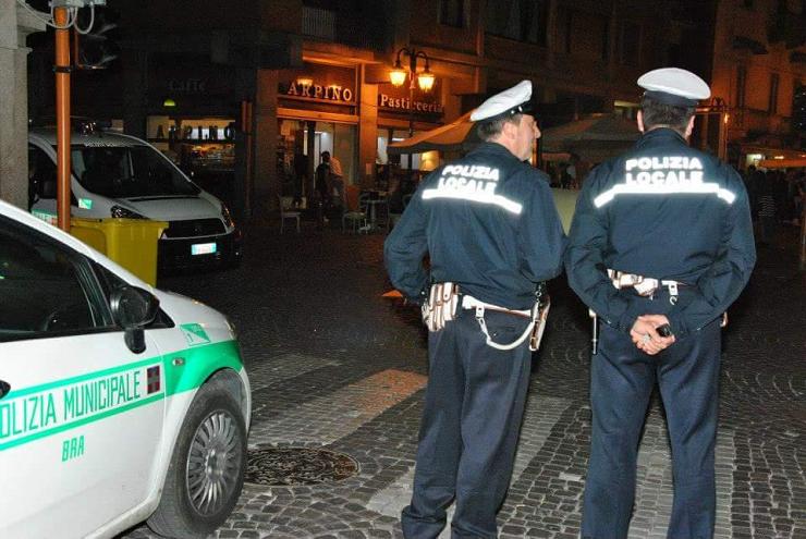 polizia-municipale-bra-sera