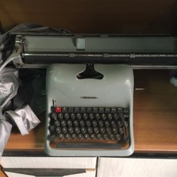 Macchina da scrivere Olivetti Lexikon 80 funzionante anche da collezione....