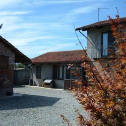 Proprietà con due case ristrutturate in bio edilizia antisisma €210,000...