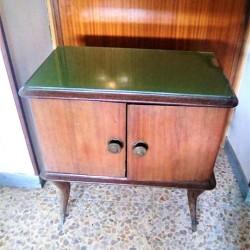 COMODINO ANTICO ANNI 60 €70 - Tuscania VENDO UN BELLISSIMO...