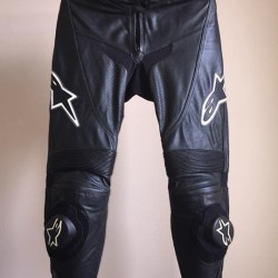 Pantaloni donna Alpinestars €100 - Fossano Vendo pantaloni in pelle...