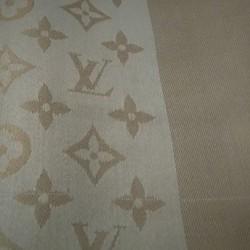 Bellissimo autentico scialle Vuitton con scatola mai usato come nuovo.....