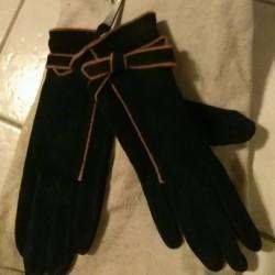 Abbigliamento €1 - Saluzzo Guanti in velluto mai usati a...