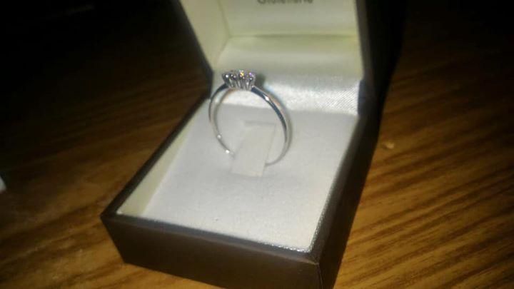 grande sconto vasta gamma prezzo all'ingrosso Vendo anello oro bianco 18k con 3 diamanti €230 -... - Annunci ...