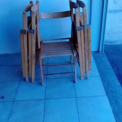 Vendo 5 sedie apri chiudi in buono stato 18 euro...