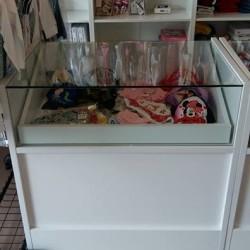 Ho 3 banchi vetrina misure 90x60x90 prezzo € 150 l'uno...
