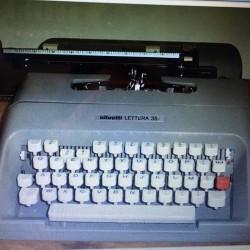 """Macchina da scrivere """"Olivetti lettera 35"""" €40 - 12010"""
