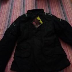 Vendo giacca da moto mai utilizzata taglia L €50 -...