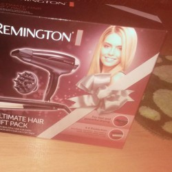 Vendo Piastra e Phon Remington nuovi €40 · Firm Price...