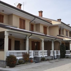 villetta a schiera frazione Ronchi sul confine con Centallo €170,000...
