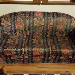 Vendo divano tre posti usato, completamente sfoderabile. Centallo €30 -...