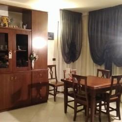 Sala da pranzo, composta da: tavolo alimentabile + 6 sedie,...