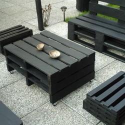 Vendo set composto da un divanetto un tavolino due sedute...
