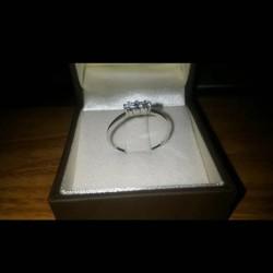 Vendo Anello oro bianco 18k con tre diamanti €270 -...