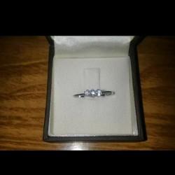 Vendo anello in oro bianco 18k con diamanti €270 -...