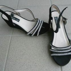 Sandali e scarpe €1 - Saluzzo Sandali scuri nr 35...