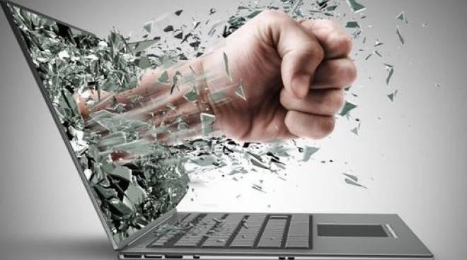CUNEO: Cyberbullimo - 0 in condotta
