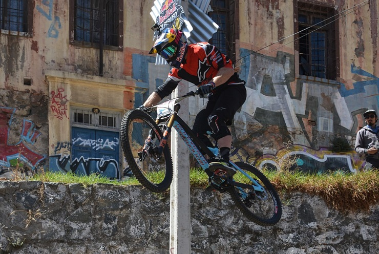 MONDOVI': Urban Downhill