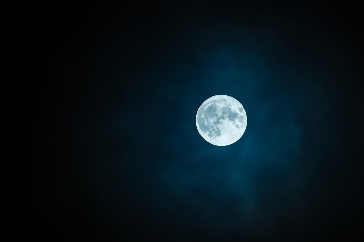 VERNANTE: Full Moon Light